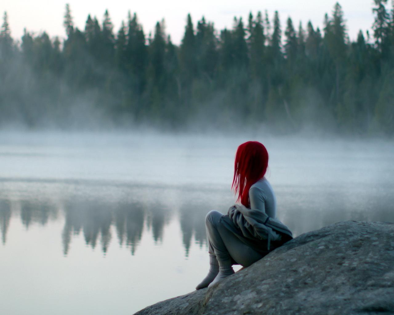 фото девушки у озера