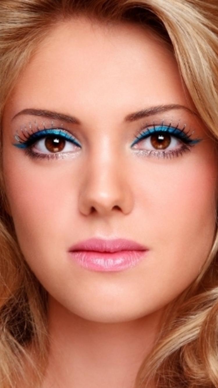 Макияж для взрослых женщин с карими глазами
