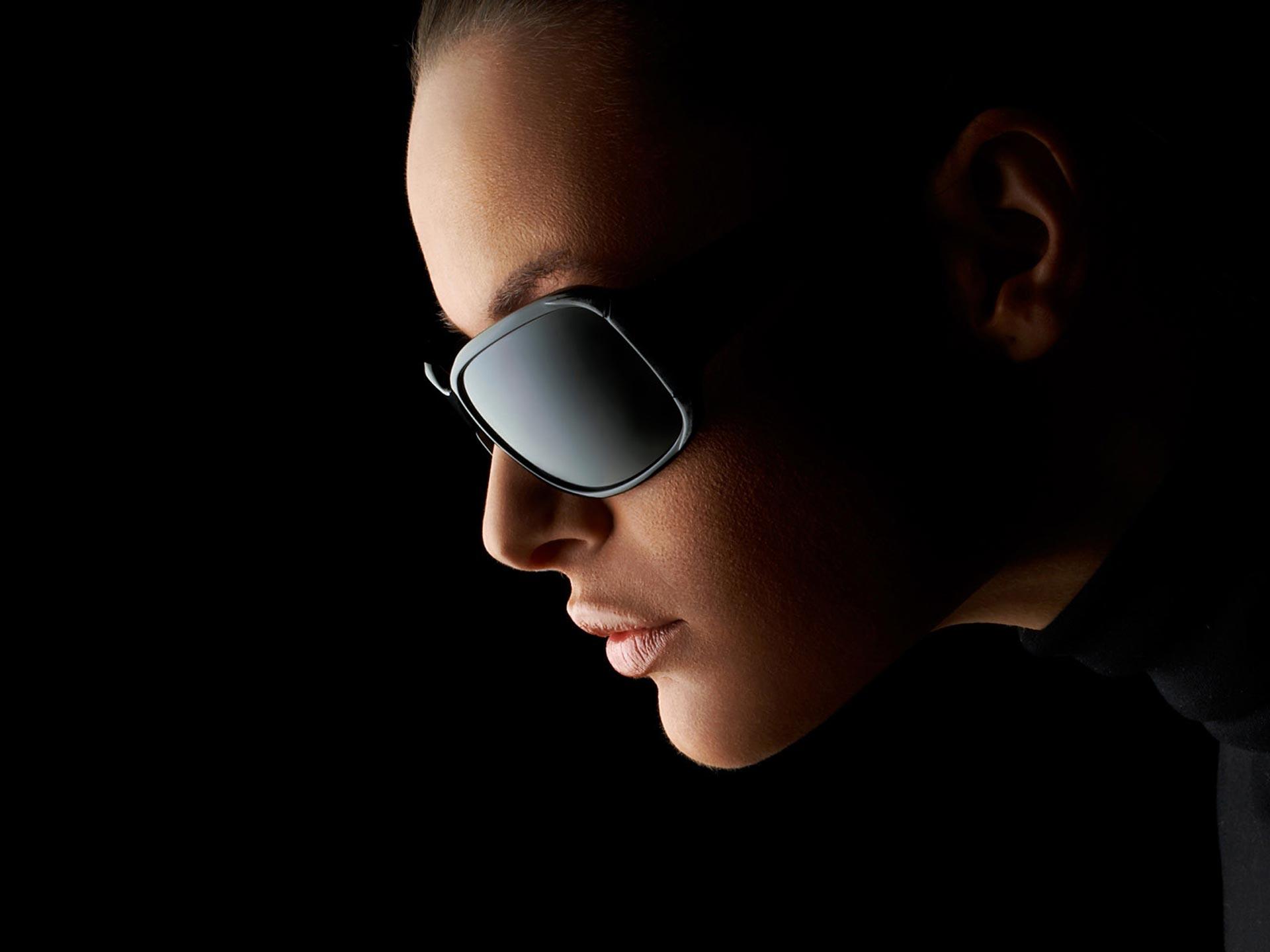 девушки в черных очках фото