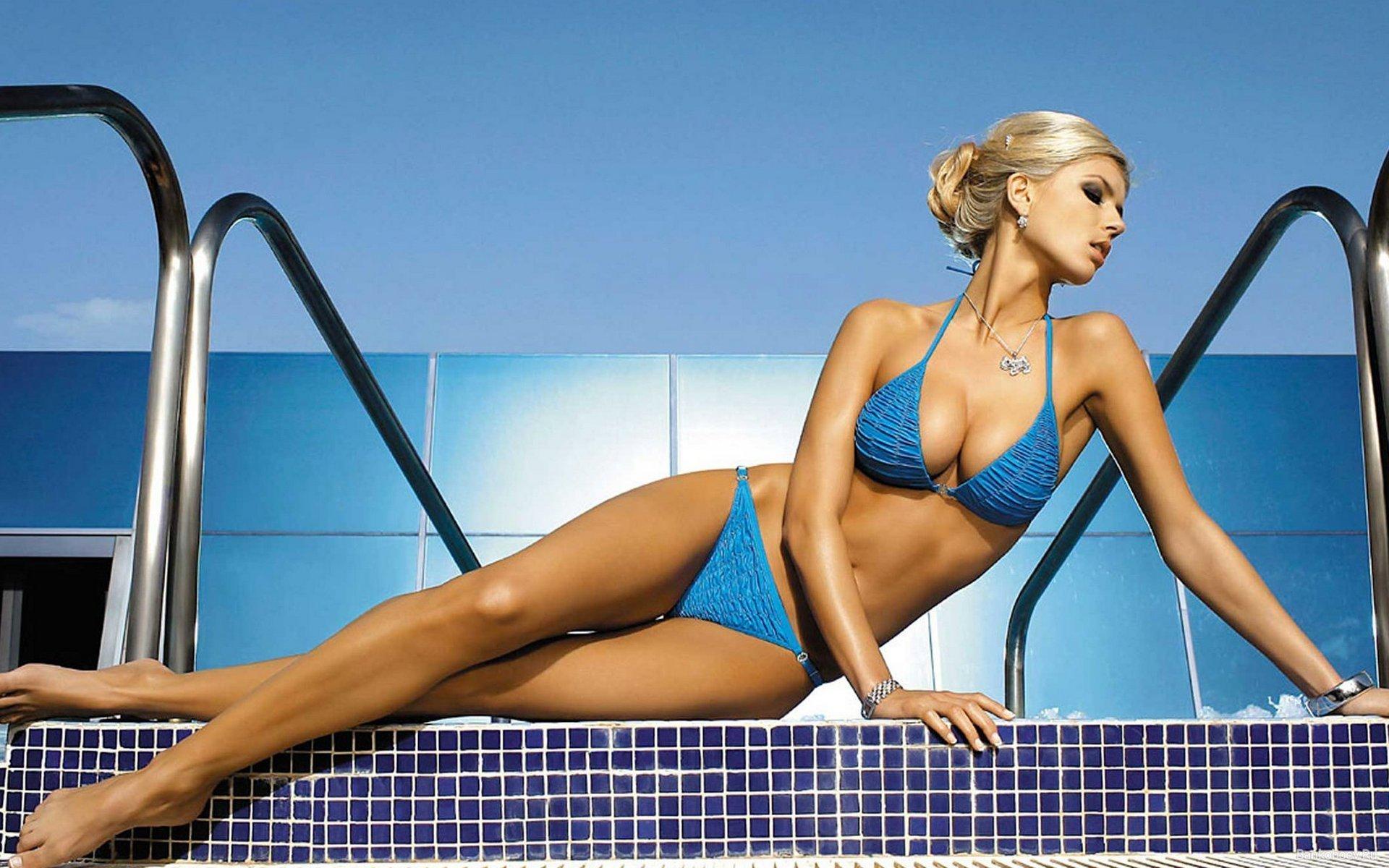 красивое гибкое тело женщины