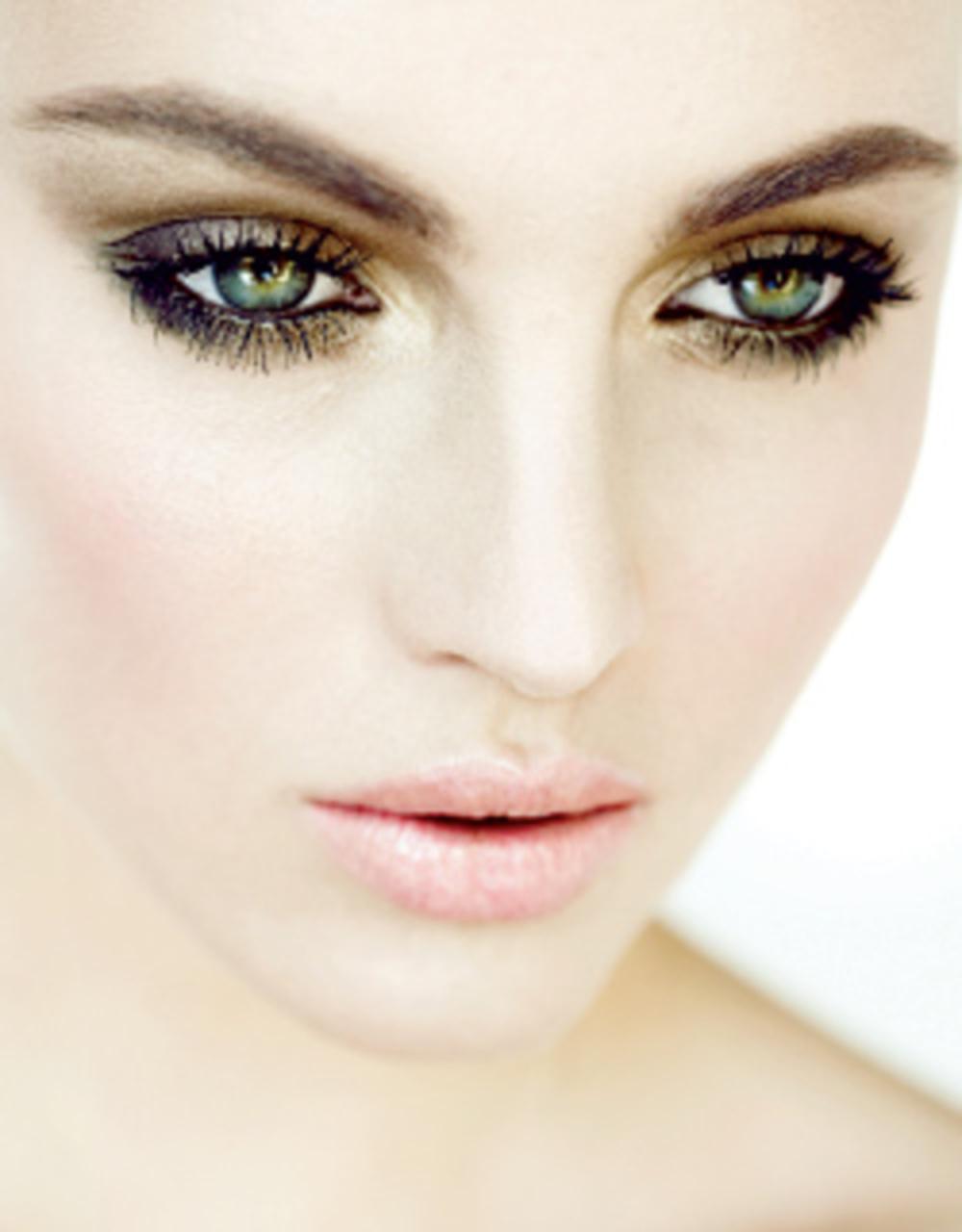 Макияж зеленых глаз со светлой кожей