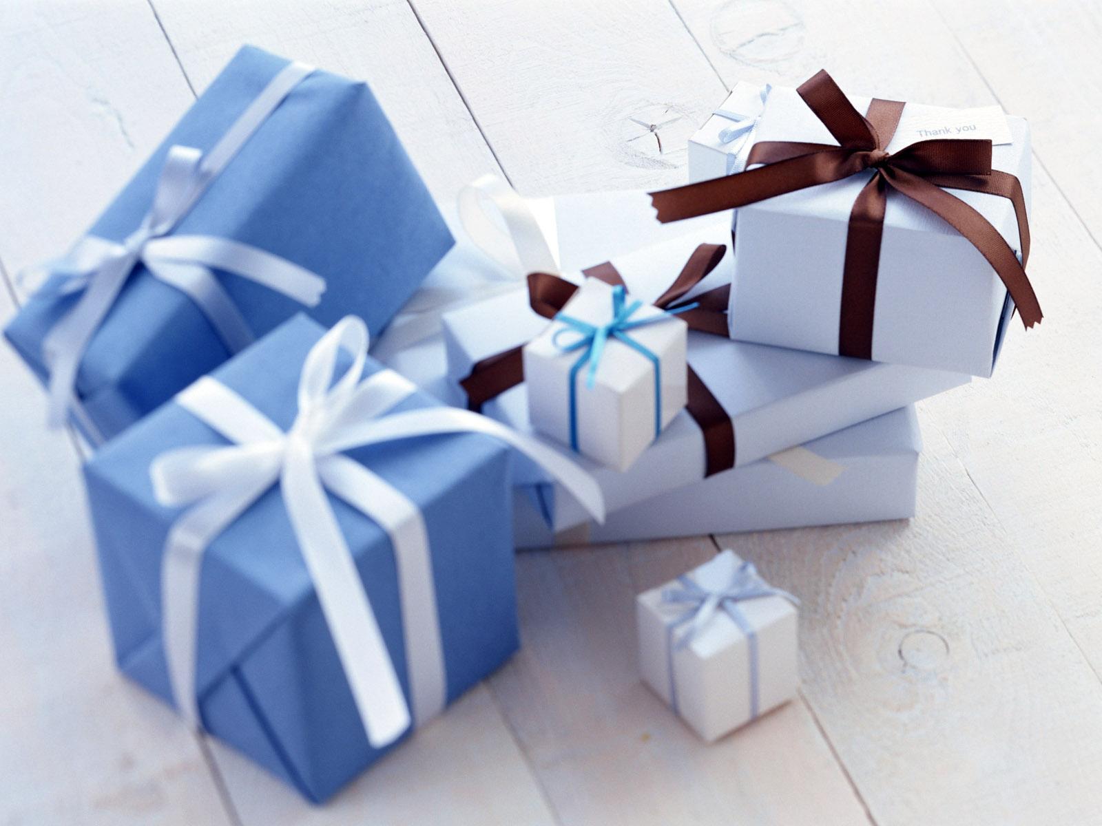 Обои на рабочий стол с подарками