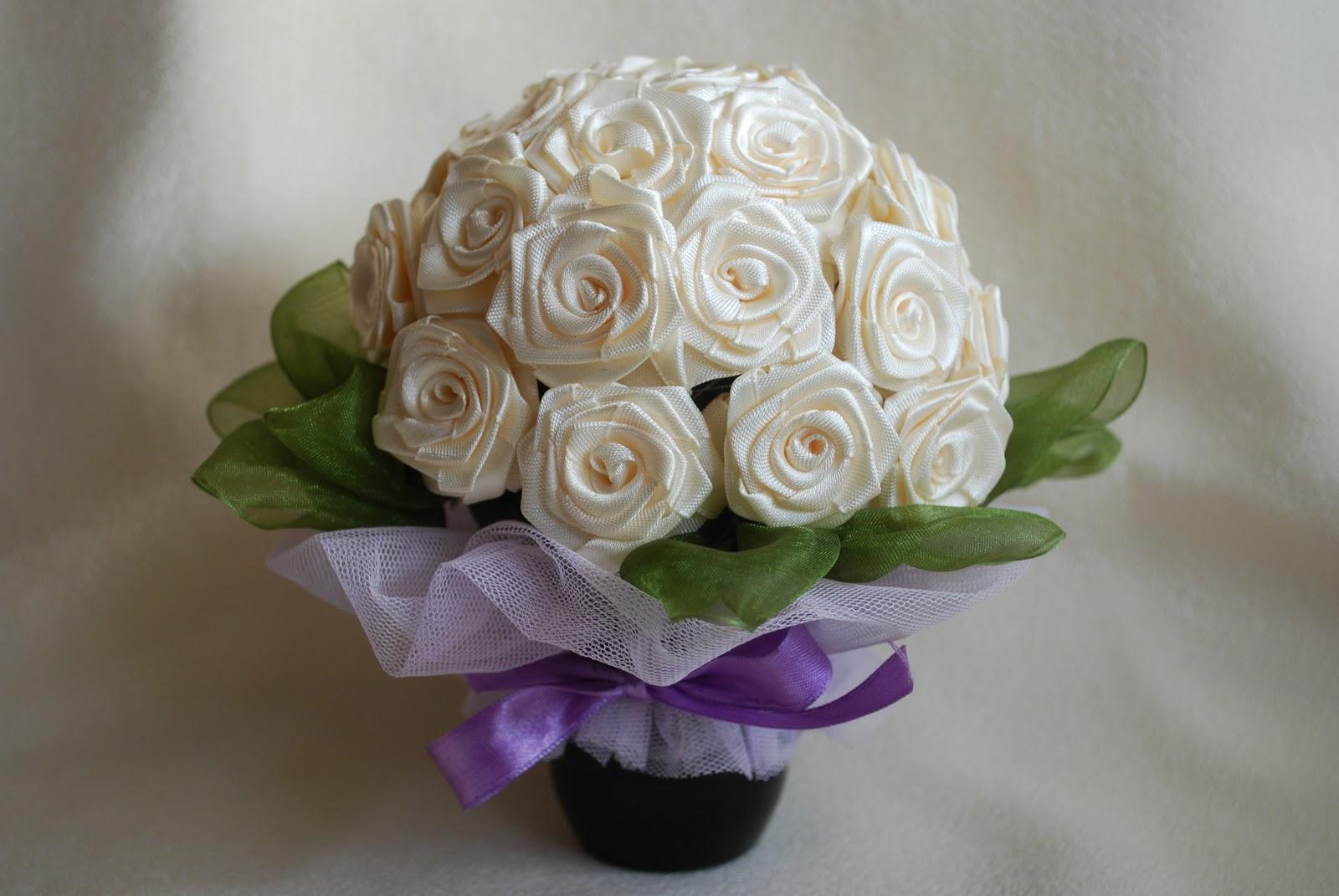 Розы из лент своими руками букеты