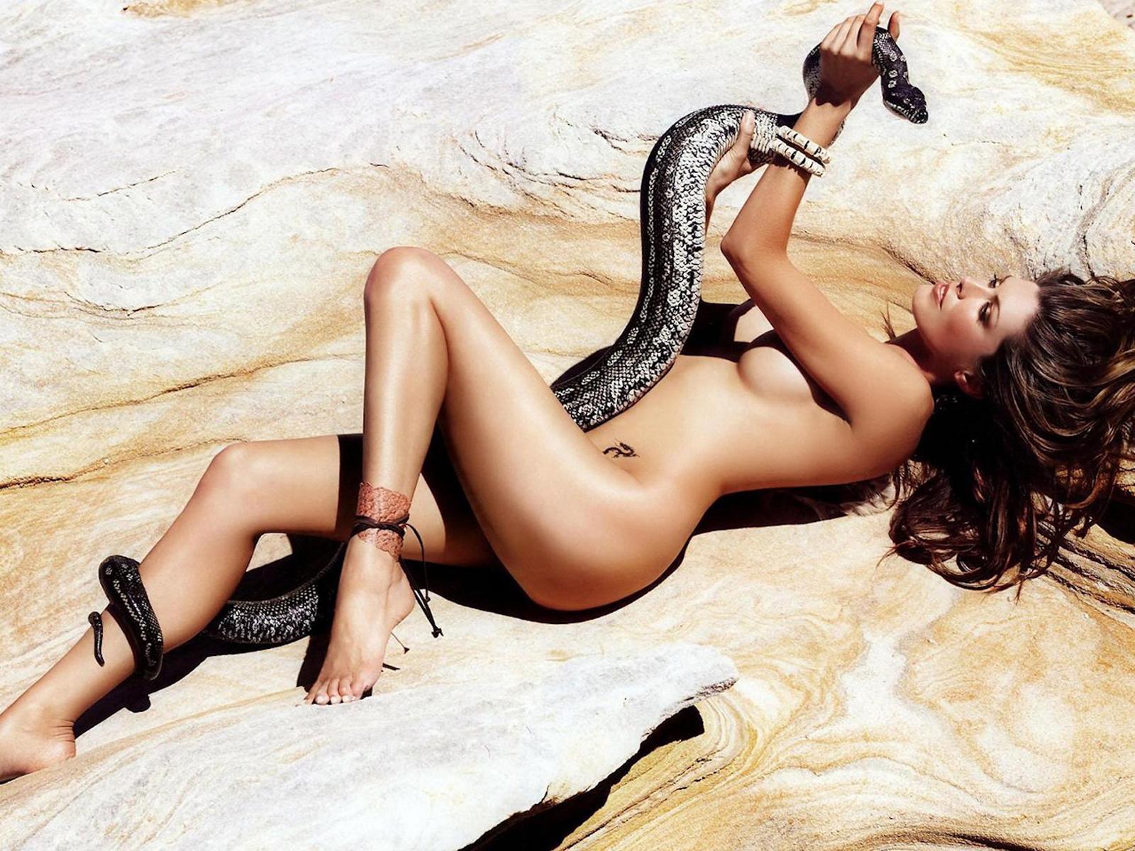Snakes nude model xxx pics