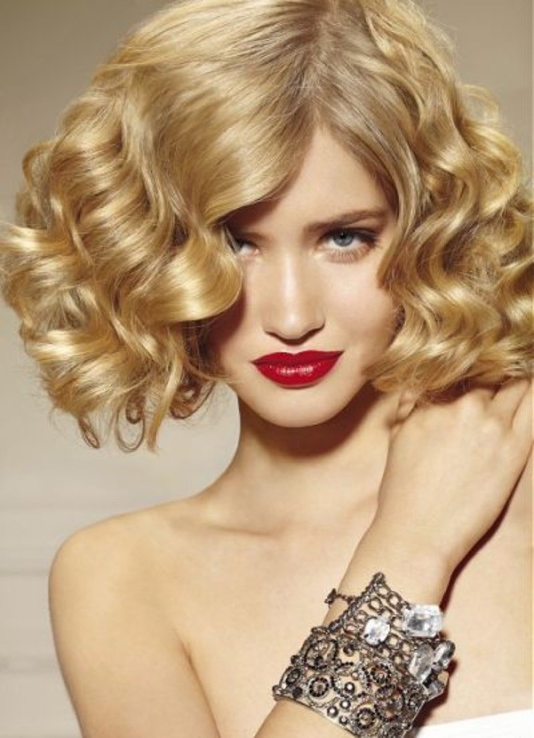 Фото с прическами на средние волосы кудри
