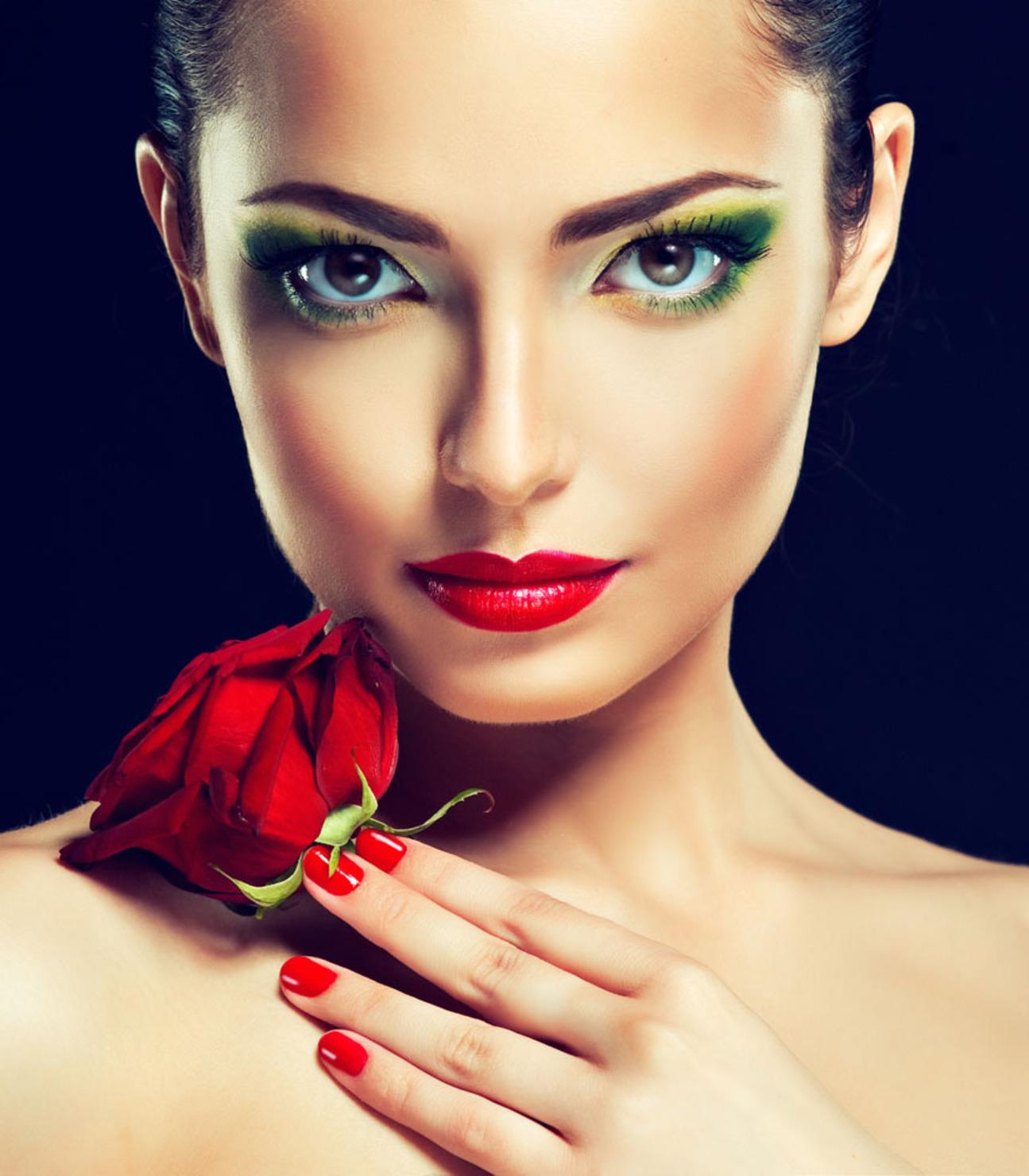Женщины с макияжем фото